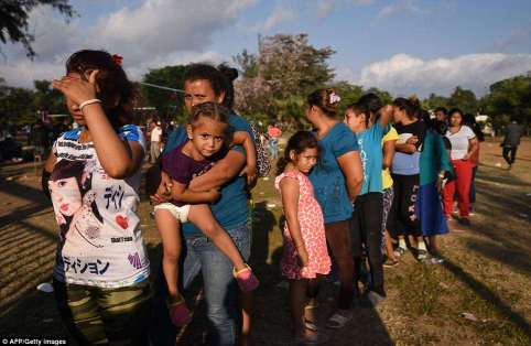 4ACAAA1700000578-5574353-Mexico_says_it_will_break_up_a_caravan_of_migrants_headed_toward-a-70_1522783521361
